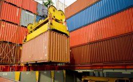 Aduanas y PDI evitan exportación ilegal de desechos de baterías usadas.